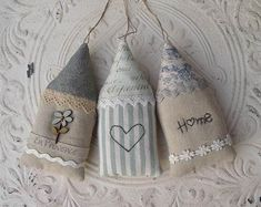 House On The Hill - Maison Decorations