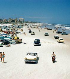 Photo : Voici la plage de Daytona en Floride, en 1957.