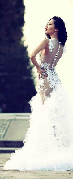 Leo Sicairo 2013 - Definitely a statement Wedding Dress - Alluring & Dramatic