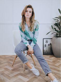 46639ba33cf De perfect blouse van Fabienne chapot is ook dit seizoen uitgevoerd in een  aantal te fijne