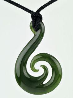 Green Stone Matu a Koru Jade Jewelry, Metal Jewelry, Unique Jewelry, Polynesian Art, Image T, Maori Art, Metal Artwork, Bone Carving, Necklace Ideas