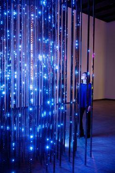 Leo Villareal's Cylinder: A Cascade 20,000 White LEDs