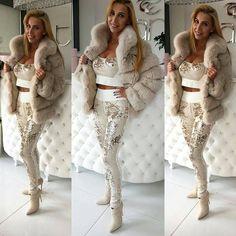 @Regrann from @tara_butiq -  Moja klientka  #me #metoday #potd #pictureoftheday #wiwt #whatiworetoday #ootd #outfitoftheday #ootdmagazine #furparka #fur #louisvuitton #valentinobag #valentinoglamlock #instadaily #instaaddict #instablogger #fashionblogger #fashionblogger_de #fashionblogger_muc #germanblogger #blogger #blogger_de #lifestyleblogger #prettylittleiiinspo #kissinfashion #bestoftheday #lovemylife #inspiration
