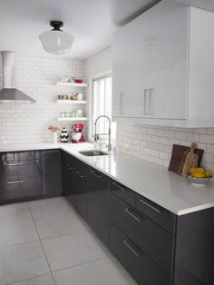 Trendy kitchen countertops with white cabinets soapstone subway tiles ideas Modern Kitchen Sinks, New Kitchen, Kitchen Decor, Bathroom Modern, Kitchen Tips, Kitchen Furniture, Kitchen Ideas, High Gloss Kitchen Cabinets, Diy Kitchen Cabinets