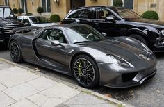 The Porsche has the sheikh's personalised number plate 666666