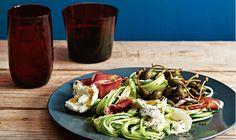 Courgetti is spaghetti maar dan van courgette! Pizza E Pasta, Great Recipes, Dinner Recipes, Prosciutto, Mediterranean Dishes, 20 Min, Italian Recipes, Salad Recipes, Main Dishes
