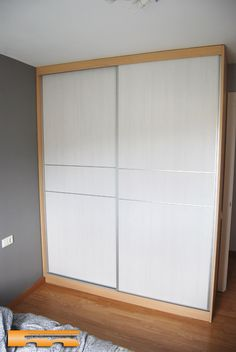 Wardrobe Room, Wardrobe Design Bedroom, Bedroom Furniture Design, Sliding Door Wardrobe Designs, Closet Designs, Cozy Small Bedrooms, Bedroom Cupboard Designs, Built In Furniture, Small House Design
