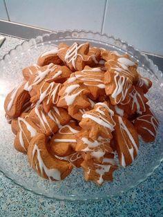 Στην κουζίνα μμμμ..........μου  : Χριστουγεννιάτικα νηστίσιμα μπισκοτάκια με πορτοκά... Party Desserts, Chocolate Cake, Cereal, Food And Drink, Pie, Cupcakes, Tasty, Sweets, Sugar