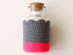 DIY: dip-dyed crochet bottle cozies ✿⊱╮Teresa Restegui http://www.pinterest.com/teretegui/✿⊱╮