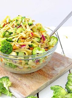 This easy pasta salad recipe has apple. broccoli, carrots, raisins, and a sweet and healthy yogurt dressing. perfect for summer parties or potlucks, Apple Salad Recipes, Healthy Salad Recipes, Lunch Recipes, Tapenade, Easy Pasta Salad Recipe, Pasta Recipes, Hard Boiled, Healthy Ground Turkey Dinner, Tahini