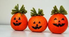Last Minute DIY Halloween Pumpkins From Oranges Diy Halloween Home Decor, Spooky Halloween Decorations, Holidays Halloween, Halloween Pumpkins, Halloween Crafts, Holiday Crafts, Holiday Fun, Bricolage Halloween, Halloween Jack