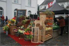 Luzerner Wochenmarkt am Jesuitenplatz und Bahnhofstrasse  Jeden Samstag von 07.00h - 18.30h