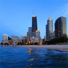Lovely evening start right after wok, but the highlight was to get soaked into lake water and walked couple of miles with half wet jeans to enjoy this beautiful evening :) #HappyWednesday #Chicago #LakeMichigan #BlueWater #JohnHancockCenter #OakStreetBeach #WindyCity #Downtown #CityLights #Pretty #Evening