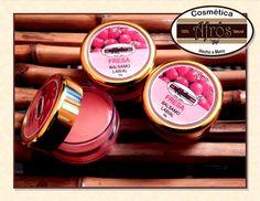 Balsamo labia 100% natural hecho a base de aceite de oliva, ricino, cera de abeja, miel de abeja y esencia de fresa.