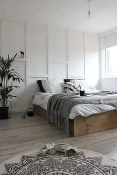 Huisjeaandehaven: Slaapkamer: DIY vakkenwand en bedombouw