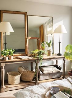 A decoration under the sign of chic green – PLANETE DECO a homes world What's Decoration? Decoration may be the … Deco Boheme Chic, Interior And Exterior, Interior Design, Foyer Design, Wall Design, Diy Wall Decor, Home Decor, Feng Shui, Interior Inspiration