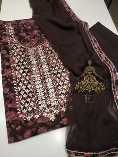 Hand Embroidery Dress, Aari Embroidery, Embroidery Neck Designs, Embroidery Suits, Indian Fashion, Women's Fashion, Fashion Outfits, Chanderi Suits, Anarkali Gown