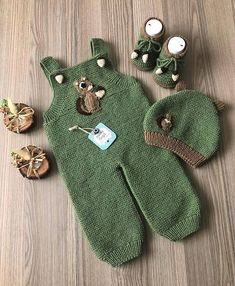 Boy Fashion 2018, Kids Fashion Boy, Knitting Patterns Boys, Knitting For Kids, Baby Poncho, Crochet Coaster Pattern, Knit Baby Sweaters, Baby Booties, Baby Wearing