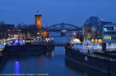Kölner Hafenweihnachtsmarkt am Rheinauhafen