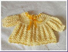 Casaquinho de Crochê em Linha 1 Crochet Baby Sweaters, Crochet Coat, Crochet Baby Clothes, Newborn Crochet, Baby Knitting, Cardigan Pattern, Baby Cardigan, Baby Layette, Sweater Set
