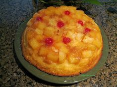 A delicious Pineapple Upside Down Cake Recipe that is easy and fun to make! Candy Recipes, Dessert Recipes, Frosting Recipes, Easy Desserts, Delicious Desserts, Good Food, Yummy Food, Fun Food, Healthy Food
