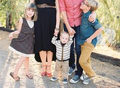 outdoor family of five photo by California photographer Lizzie Metcalf Family Of Five, Family Photography, Photography Ideas, Beautiful Family, Maternity Pictures, Picture Poses, Family Pictures, Family Portraits, What To Wear