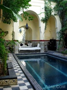 Riad in Marrakech, Morocco Pool Bad, Outdoor Spaces, Outdoor Living, Riad Marrakech, Marrakesh, Beautiful Homes, Beautiful Places, Home Exchange, Patio Interior
