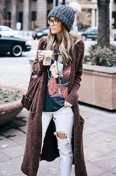 35 Adorable Fall Bohemian Style Ideas, Boho style is a superb deal of fun. My private style varies. The boho-chic style is about the option of the decoration. If you adore a tiny retro styl. Cardigan Outfits, Boho Outfits, Long Cardigan, Fashion Outfits, Band Tee Outfits, Fashion Clothes, Maxi Cardigan, Ladies Fashion, Oversized Cardigan Outfit