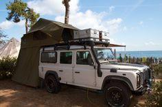 """Ons huis, onze manier van transport en ons klimrek is een Landrover Defender TD5 uit 2006. Een echte """"kuifje"""" auto. Zei je nou """"een Landrover en dan ook nog een TD5?"""" Dat is vragen om problemen ;-)... Land Rover Defender Camping, Defender Camper, Landrover Defender, Motorcycle Camping, Camping Gear, Auto Camping, Roof Top Tent, Top Tents, Sprinter Camper"""