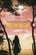Nieuw begin - Bette Nordberg.  Wanneer een jonge weduwe het huis van haar pleegmoeder erft, probeert zij met haar dochtertje een nieuwe start te maken. Reserveer: http://www.theek5.nl/iguana/?sUrl=search#RecordId=2.280189