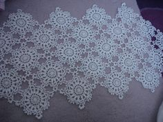 This Pin was discovered by HUZ Crochet Motif, Hand Crochet, Crochet Lace, Knitting Yarn, Knitting Patterns, Crochet Patterns, Lace Doilies, Crochet Doilies, Crochet Needles