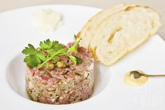 #Tartare de #boeuf #recettesduqc Nutrition, Everyday Food, Low Carb Keto, Salmon Burgers, Cooking, Ethnic Recipes, Desserts, Restaurant, Xmas