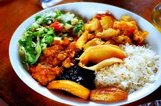Costa Rican food : casado (rice, beans, fried plantains, salad and a type of meat - usually chicken, beef or fish)