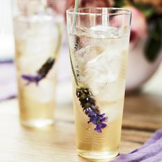 Earl Grey Lavender iced tea from Sophie Dahl. Yourself this iced tea would certainly be a treat, my fav, Earl Grey tea mixed with lavender. Tea Sandwiches, Summer Drinks, Fun Drinks, Beverages, Summer Parties, Tea Parties, Sophie Dahl, Lavender Tea, Lavender Flowers