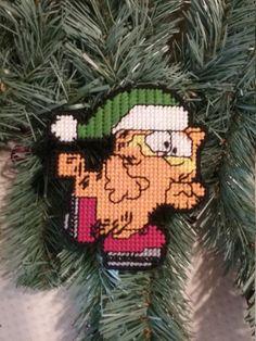 Plastic Canvas Ornaments, Plastic Canvas Tissue Boxes, Plastic Canvas Patterns, Christmas Coasters, Christmas Tree Ornaments, Christmas Crafts, Garfield Christmas, Egg Photo, Plastic Canvas Christmas