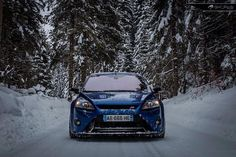 Blue Ford Focus RS mk2 - Low & Snow #ST #FocusST
