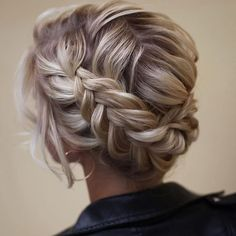 Uploaded by Jacqueline. Find images and videos about fashion, style and hair on We Heart It - the app to get lost in what you love. Long Curls, Hair 2018, Long Bob, Pixie Hairstyles, Pixie Cut, Short Hair Cuts, Blonde Hair, Curly Hair Styles, Braids