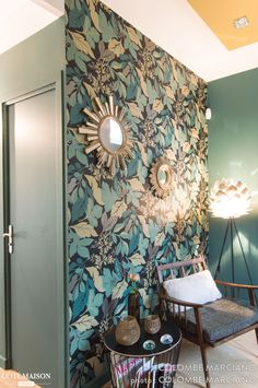 It& a gorgeous fresh and trendy bright interior that has taken place right up . Painted Wardrobe, Wall Wallpaper, Diy Kitchen, My Favorite Color, Home Accents, Green Colors, Living Room Decor, House Design, Marie
