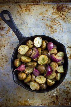Receta de papas campesinas orgánicas preparadas al horno con aceite de oliva orgánico y especias.