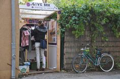 GIVE BOX // Depuis son invention à Berlin il y a trois ans, la Givebox… Give Box, Floating Garden, Road Trip, Berlin, Pantry, Community, Engagement, Facebook, Products