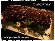 Looking for the best yule log cake recipe? A Buche de noel is not only easy to make it is so incredibly delicious. Start a tradition with these Christmas dessert recipes Yule Log Cake, Afternoon Snacks, Amazing Cakes, Delicious Desserts, Cake Recipes, Cake Decorating, Wedding Cakes, Sweet Treats, Ethnic Recipes