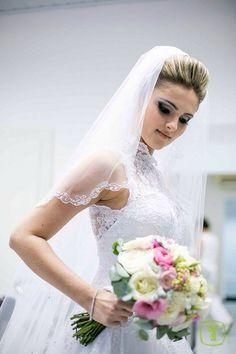Cristiane Freitas  #vestidosdenoiva #casamento #wedding #bride #noiva #weddingdress #weddingdresses #bridal