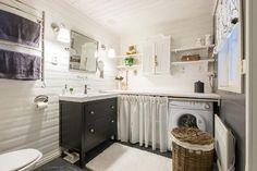 Myydään Omakotitalo 4 huonetta - Lohja Virkkala Lappersintie 1174 - Etuovi.com 9812454 Double Vanity, Bathroom, Kitchen, Home Decor, Washroom, Cooking, Decoration Home, Room Decor, Full Bath