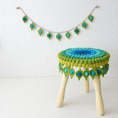 "Crochet PATTERN Peacock Feather, Stool Cover and Garland ""Pop Up"" – Original Design by TheCurioCraftsRoom Crochet motif plume de paon housse de par TheCurioCraftsRoom Crochet Diy, Crochet Motifs, Crochet Amigurumi, Crochet Home, Crochet Crafts, Yarn Crafts, Crochet Projects, Crochet Patterns, Ravelry Crochet"
