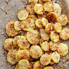 Jun 2017 - Garlic Parmesan Yellow Squash Chips by diethood: A healthy snack or appetizer that is incredibly flavorful, crispy, and absolutely delicious. Healthy Recipes, Side Dish Recipes, Vegetable Recipes, Healthy Snacks, Vegetarian Recipes, Cooking Recipes, Healthy Chips, Cooking Corn, Cooking Turkey