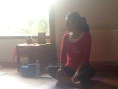 La profe! Paz Castro comenzando curso de Asanas en Chile.