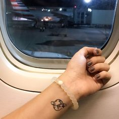 25 tattoos to adopt urgently if you& a travel fan - Tattoo - Now Or Never Mini Tattoos, Sexy Tattoos, Body Art Tattoos, Small Tattoos, Tattoos For Women, Tatoos, Fan Tattoo, Tattoo Now, Simplistic Tattoos