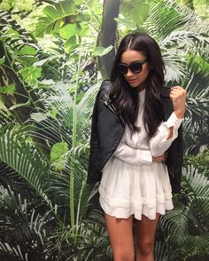 "Gefällt 480.1 Tsd. Mal, 1,139 Kommentare - Shay Mitchell (@shaymitchell) auf Instagram: ""It may look like Bali but it's just me, standing in front of palm photo wallpaper, trying to…"""