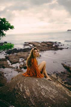 Photo Diary: Nicoya Penisula Costa Rica - People Photos - Ideas of People Photos - Basically just loving the rock in this image Beach Photography, Portrait Photography, Mode Streetwear, Photo Diary, Beach Pictures, Costa Rica Pictures, Photoshoot Inspiration, Beautiful, Style
