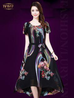 Phụ nữ trung niên ngày nay càng có sự chú ý hơn đến style thời trang của mình phải không nào? Và những mẫu váy đẹp tuổi trung niên luôn là sự lựa chọn hoàn hảo hơn bao giờ hết. Và trong bộ sưu tập này, Lury xin gửi đến quý chị em những mẫu thiết kế váy đầm đẹp tại lury cho mùa hè năm nay không nên bỏ qua nhé!